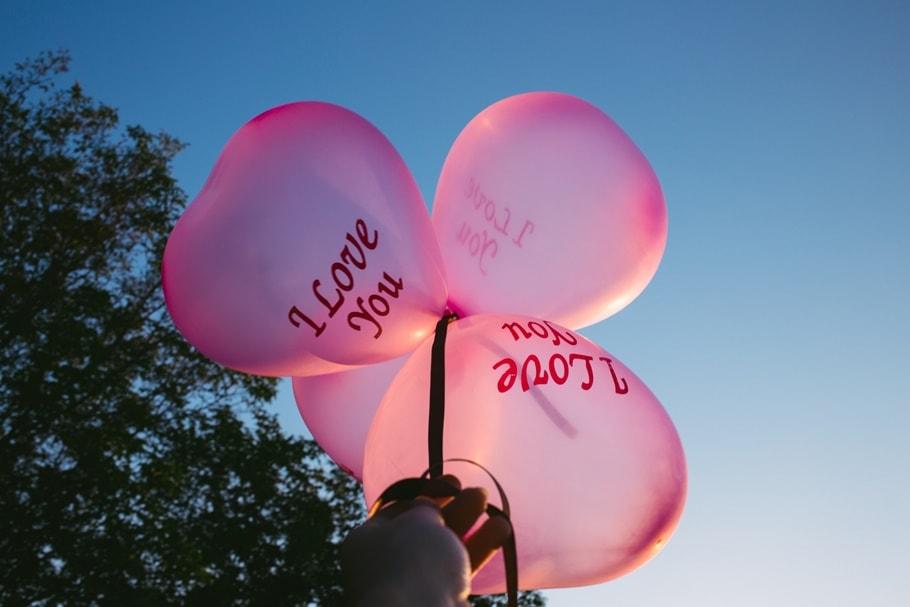 LOVEと書いた風船